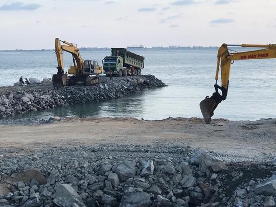 Dự án lấp biển Vũng Tàu làm thủy cung vẫn ồ ạt - Ảnh 2.