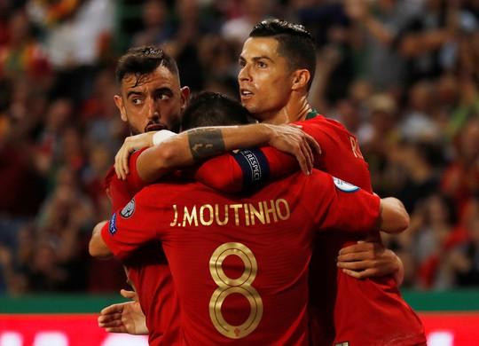 Ronaldo ghi bàn thứ 699, Bồ Đào Nha chờ chung kết sớm bảng B - Ảnh 2.