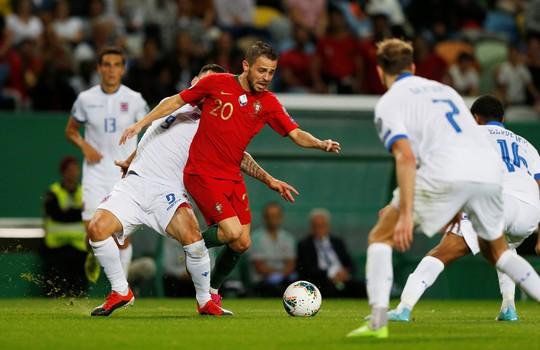 Ronaldo ghi bàn thứ 699, Bồ Đào Nha chờ chung kết sớm bảng B - Ảnh 4.