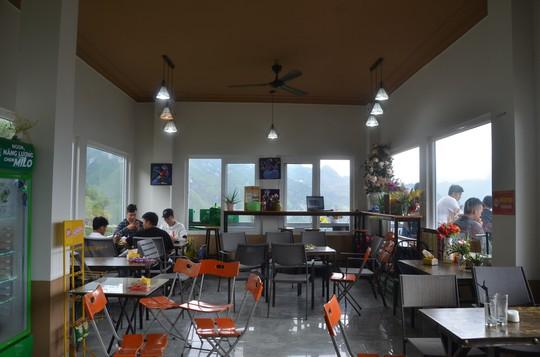 Cận cảnh công trình sai phạm Panorama ở Mã Pí Lèng được phủ xanh chờ tháo dỡ - Ảnh 10.