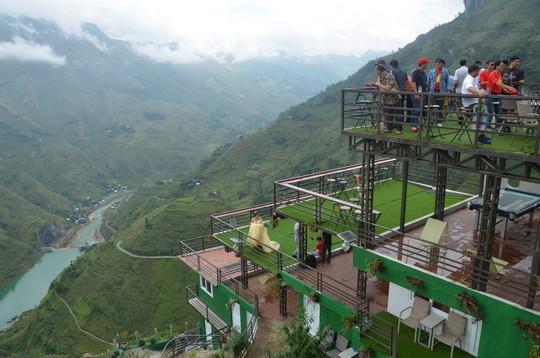 Cận cảnh công trình sai phạm Panorama ở Mã Pí Lèng được phủ xanh chờ tháo dỡ - Ảnh 8.