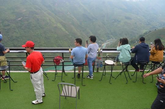 Cận cảnh công trình sai phạm Panorama ở Mã Pí Lèng được phủ xanh chờ tháo dỡ - Ảnh 11.