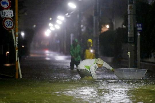 """Bão Hagibis càn quét Bắc Nhật Bản sau khi làm """"tê liệt"""" Tokyo - Ảnh 4."""