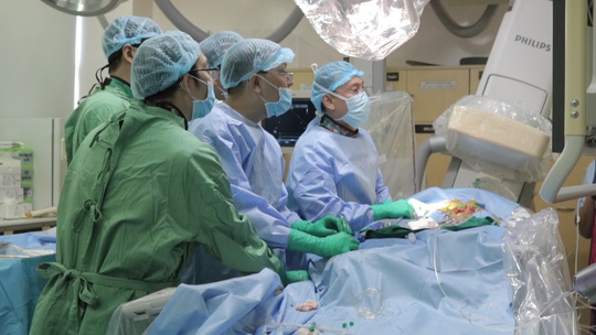 BV Đại học Y Dược TP HCM nhận chứng nhận thay van động mạch qua da - Ảnh 1.
