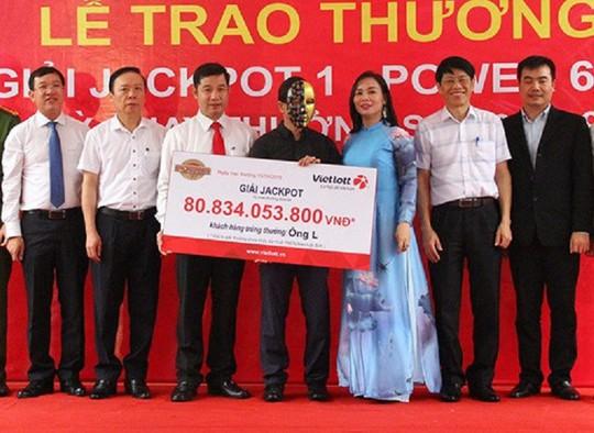 Người đàn ông Nghệ An may mắn trúng Vietlott hơn 80 tỉ đồng - Ảnh 1.