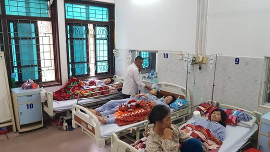 Vừa trở lại làm việc sau sự cố hít phải khí độc, hàng chục công nhân lại nhập viện - Ảnh 4.