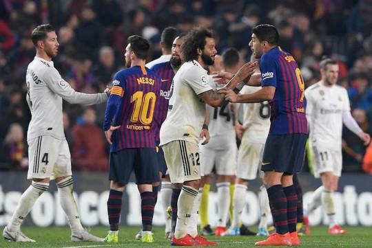Siêu kinh điển bị hoãn, Real Madrid và Barcelona gặp khó - Ảnh 3.