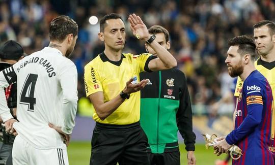 Siêu kinh điển bị hoãn, Real Madrid và Barcelona gặp khó - Ảnh 4.