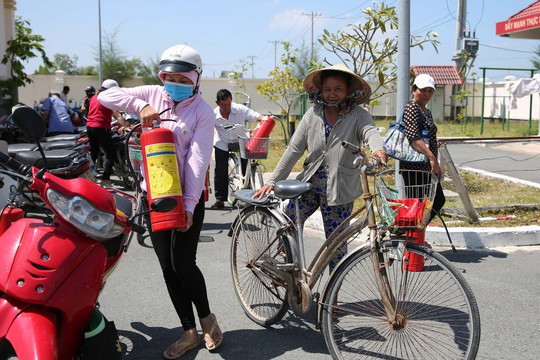 Cờ Tổ quốc đến tay ngư dân huyện Cần Giờ, TP HCM - Ảnh 6.