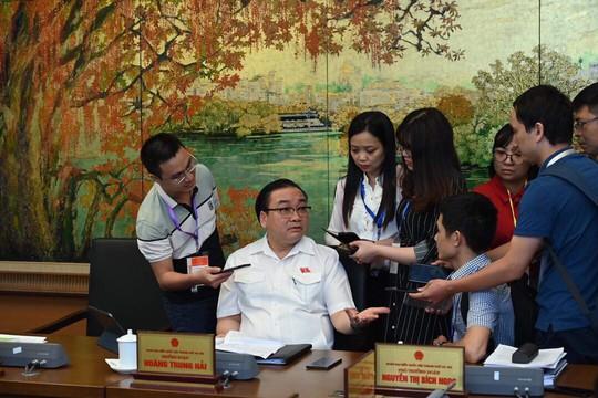 Bí thư Hà Nội Hoàng Trung Hải: Thành phố phản ứng hơi chậm một số vụ việc vừa qua - Ảnh 1.