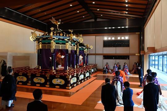 [VIDEO] Toàn cảnh Nhật hoàng Naruhito lên ngôi trong cơn mưa trút nước - Ảnh 4.