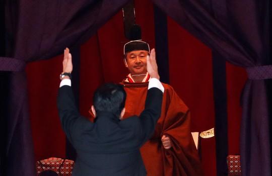 [VIDEO] Toàn cảnh Nhật hoàng Naruhito lên ngôi trong cơn mưa trút nước - Ảnh 2.
