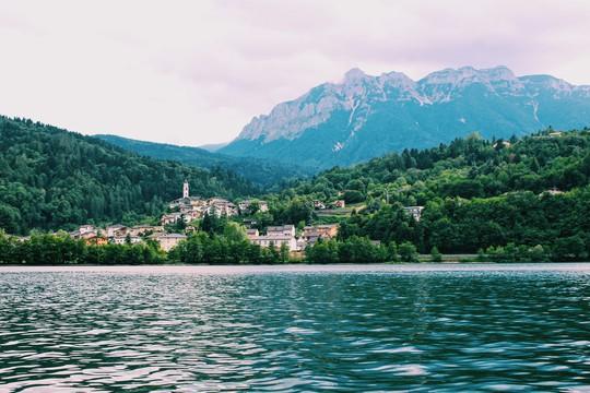 Hồ vùng Bắc Ý và những cái nhất - Ảnh 8.