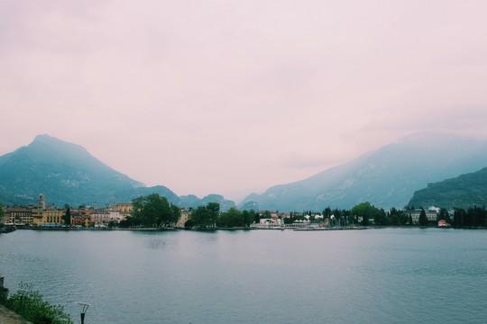 Hồ vùng Bắc Ý và những cái nhất - Ảnh 3.