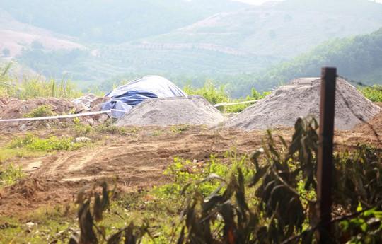 Số lượng dầu thải vênh nhau quá lớn trong vụ ô nhiễm nguồn nước sạch sông Đà - Ảnh 2.