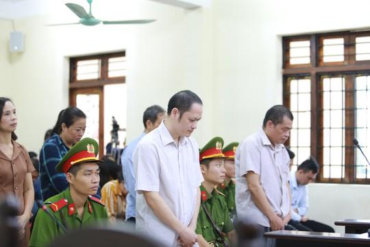Hà Giang kỷ luật vợ Chủ tịch tỉnh vì nhờ vả nâng điểm thi cho người thân - Ảnh 2.