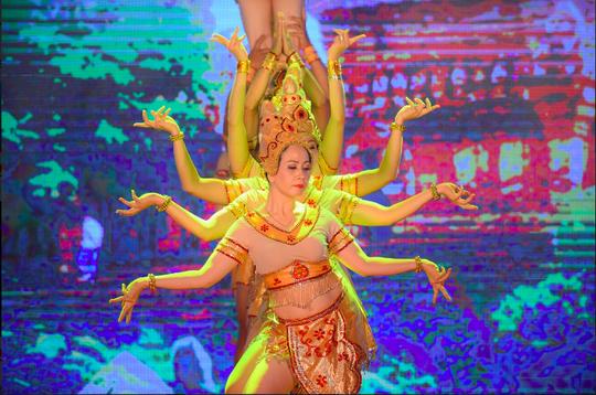 Người Hà Nội mê mệt điệu Apsara của vũ nữ Chăm - Ảnh 1.