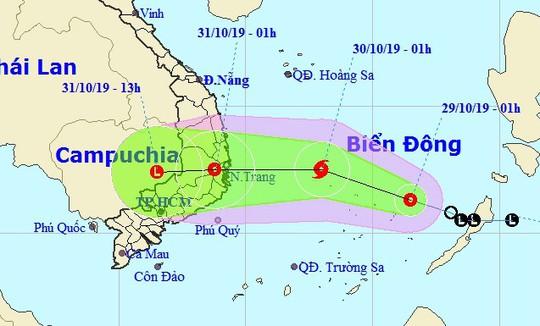 Bão giật cấp 10 vào Nam Trung bộ, mưa rất lớn ở Trung Bộ và Tây Nguyên - Ảnh 1.