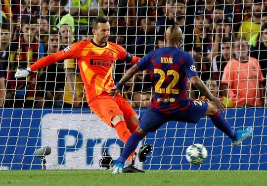 Luis Suarez lập siêu phẩm, Barcelona quật ngã Inter Milan ở Nou Camp - Ảnh 4.