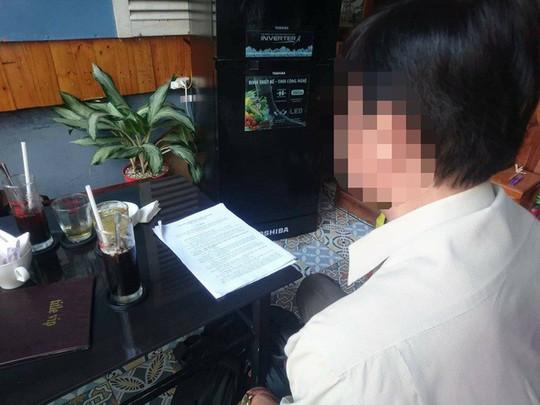 Kỷ luật hiệu phó vụ lộ ảnh nóng, nữ hiệu trưởng báo công an - Ảnh 1.