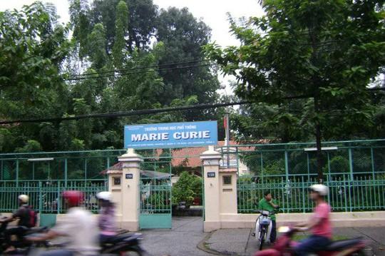 TP HCM: Mâu thuẫn trên mạng xã hội, học sinh Trường Marie Curie hẹn gặp rồi chém nhau - Ảnh 1.