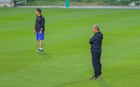 Văn Lâm rạng ngời trong ngày trở lại đội tuyển - Ảnh 12.