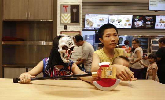 Giới trẻ TP HCM với những sắc thái mùa Halloween - Ảnh 9.
