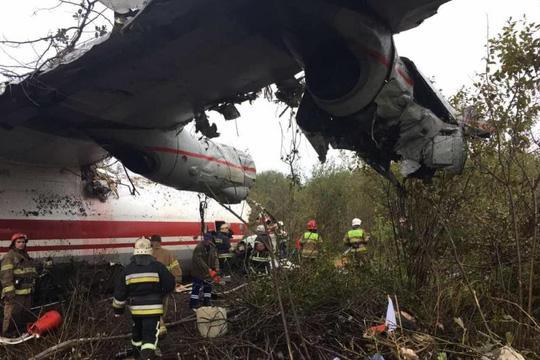 Máy bay hạ cánh khẩn, 5 người thiệt mạng - Ảnh 2.