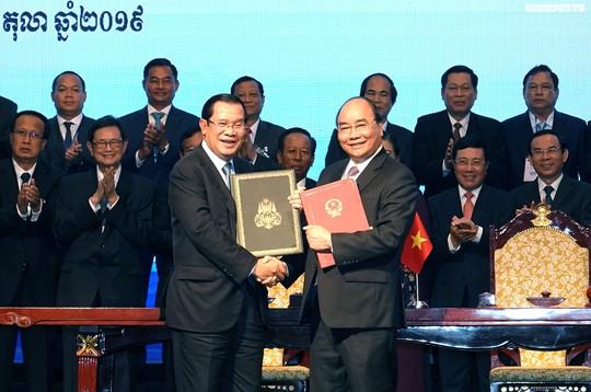 Việt Nam và Campuchia đã phân giới cắm mốc 1.045/1.245 km đường biên giữa hai bên - Ảnh 1.
