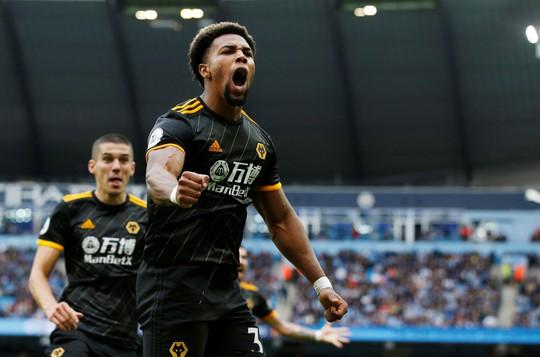 Thua sốc Wolves, Man City bị Liverpool bỏ xa đến 8 điểm - Ảnh 3.