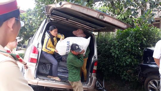 Tai nạn liên hoàn giữa 3 xe ôtô và một xe container, khiến 3 người bị thương - Ảnh 2.