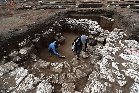 Đào đường, phát hiện 2 thành phố ma chồng lên nhau dưới lòng đất - Ảnh 2.