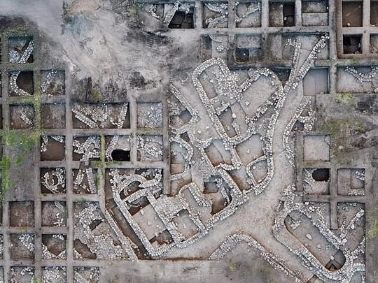 Đào đường, phát hiện 2 thành phố ma chồng lên nhau dưới lòng đất - Ảnh 1.