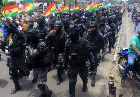 Lo cựu tổng thống Bolivia bị nguy hiểm tính mạng, Mexico cho phép tị nạn - Ảnh 10.