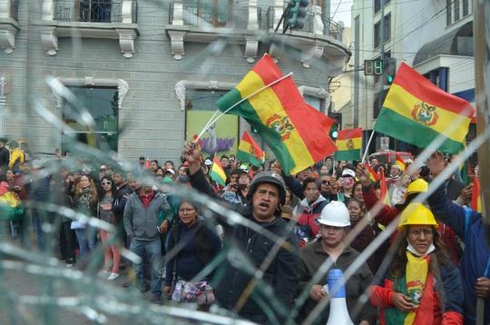 Lo cựu tổng thống Bolivia bị nguy hiểm tính mạng, Mexico cho phép tị nạn - Ảnh 8.