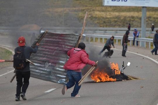 Lo cựu tổng thống Bolivia bị nguy hiểm tính mạng, Mexico cho phép tị nạn - Ảnh 6.