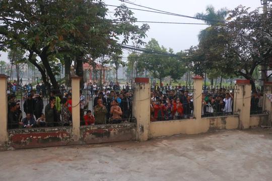 Hàng trăm hot girl, giang hồ mạng, học sinh đến xem xét xử Khá Bảnh - Ảnh 7.