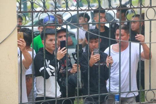 Hàng trăm hot girl, giang hồ mạng, học sinh đến xem xét xử Khá Bảnh - Ảnh 8.