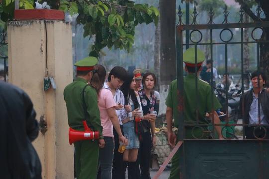 Hàng trăm hot girl, giang hồ mạng, học sinh đến xem xét xử Khá Bảnh - Ảnh 12.