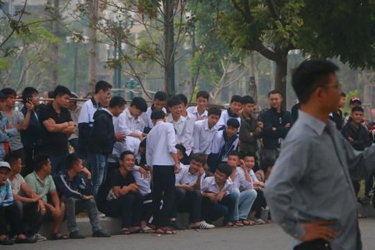 Hàng trăm hot girl, giang hồ mạng, học sinh đến xem xét xử Khá Bảnh - Ảnh 14.