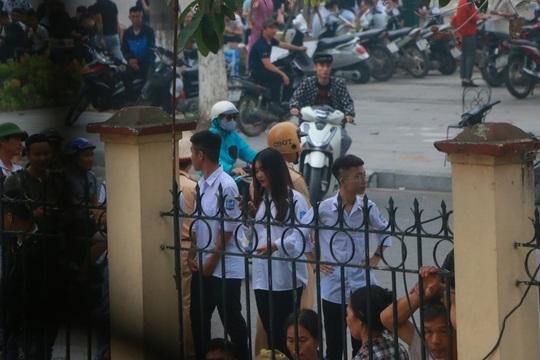 Hàng trăm hot girl, giang hồ mạng, học sinh đến xem xét xử Khá Bảnh - Ảnh 17.