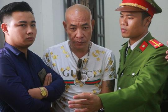 Hàng trăm hot girl, giang hồ mạng, học sinh đến xem xét xử Khá Bảnh - Ảnh 6.