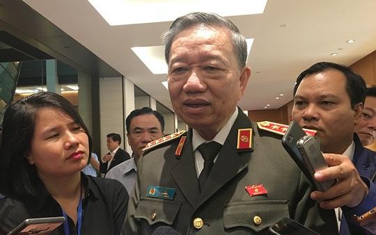 Bộ trưởng Tô Lâm nói về vụ thượng uý công an ném xúc xích, tát nhân viên bán hàng - Ảnh 1.