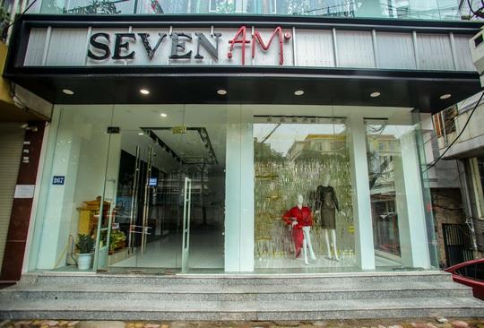 Cận cảnh cửa đóng then cài của chuỗi cửa hàng Seven.Am sau nghi vấn cắt mác Trung Quốc - Ảnh 4.