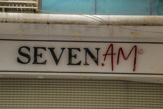 Cận cảnh cửa đóng then cài của chuỗi cửa hàng Seven.Am sau nghi vấn cắt mác Trung Quốc - Ảnh 15.