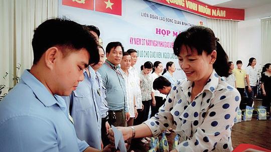 Nhiều hoạt động tri ân thầy cô giáo nhân ngày 20-11 - Ảnh 1.