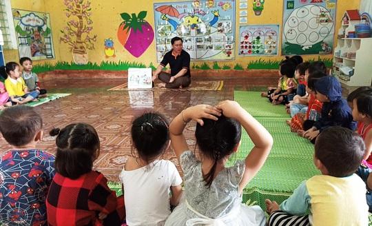 Chuyện những người thầy dạy trẻ tuổi bi bô nơi sơn cước miền Tây Thanh Hóa - Ảnh 4.
