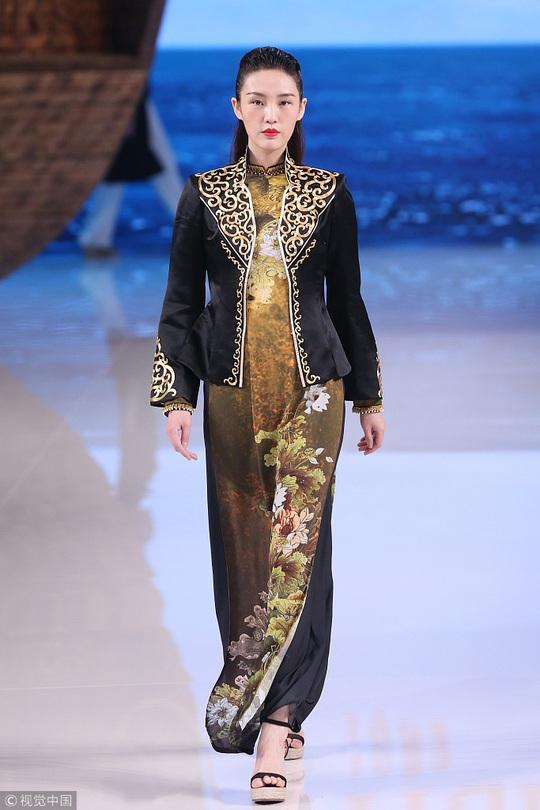 Công chúng phẫn nộ nhà thiết kế Trung Quốc nhận vơ áo dài Việt - Ảnh 6.