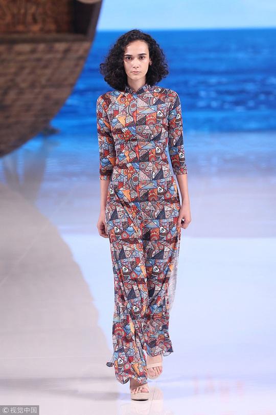 Công chúng phẫn nộ nhà thiết kế Trung Quốc nhận vơ áo dài Việt - Ảnh 3.
