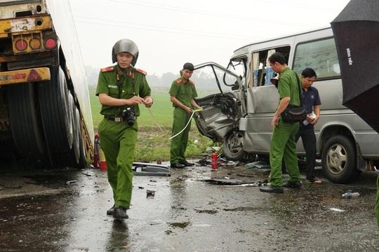 Ôtô chở tăng ni, phật tử lấn đường gây ra vụ tai nạn thảm khốc 3 người chết - Ảnh 2.